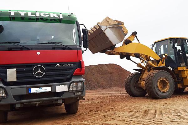 Tylicki Transporte GmbH - Beladung eines LKW's mit Materialien 4