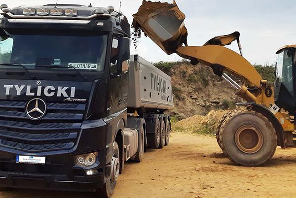 Tylicki Transporte GmbH - Beladung eines LKW's mit Materialien 6