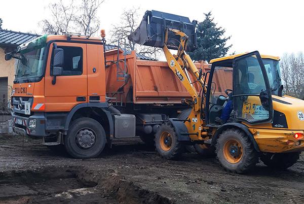 Tylicki Transporte GmbH - Beladung eines LKW's mit Materialien 7